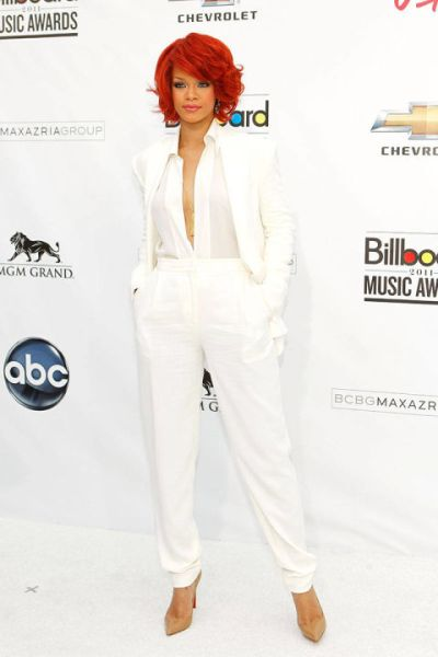 54abf9df651ad_-_1-may-22-billboard-music-awards-rihannas-best-outfits-v-elv